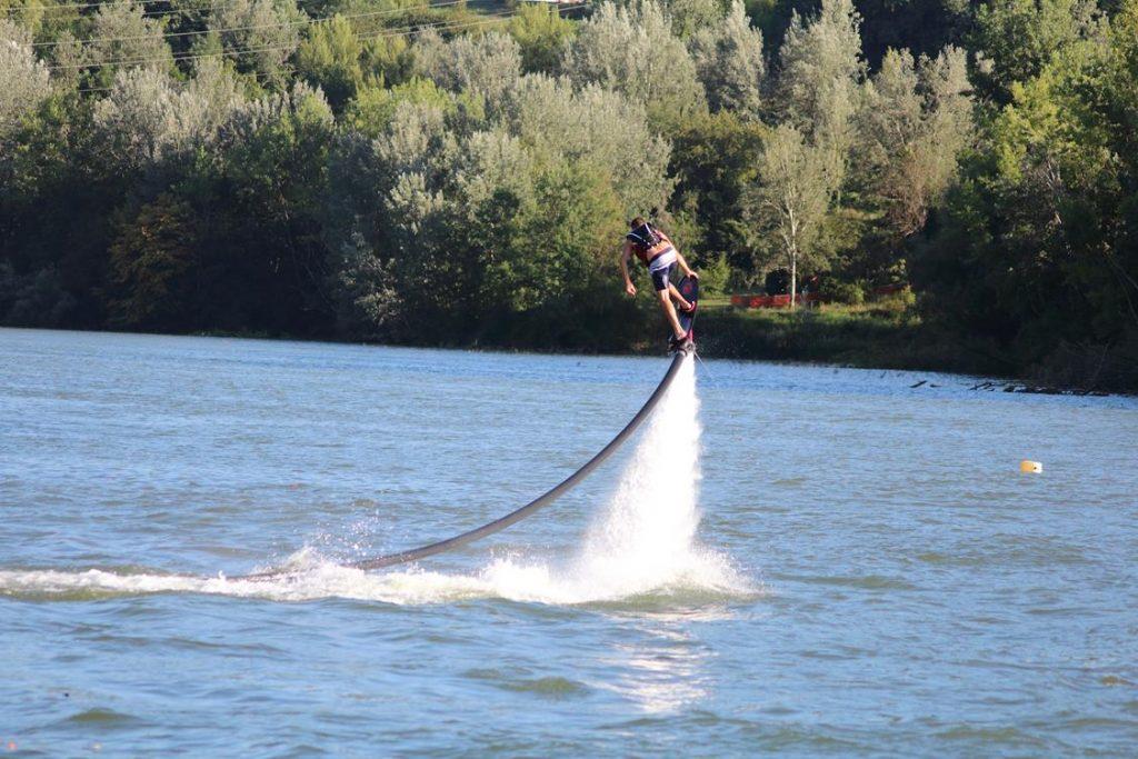 flyboard na wodzie