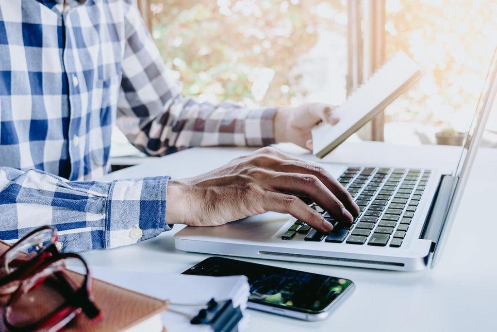 użycie laptopa do szkoleń
